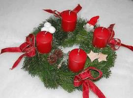 Adventskranz Rot sehr natürlich dekoriert - Bild vergrößern